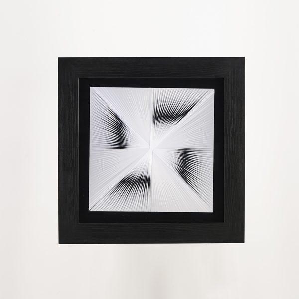 Cuadro decorativo con imagen en forma de x gris con negro